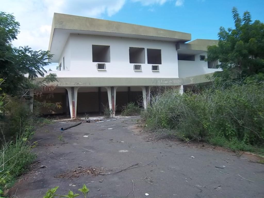 La résidence abandonnée du préfet de région (Ph: S.K)