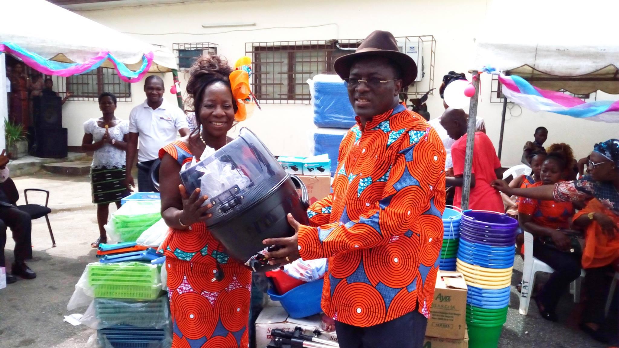 Abidjan Danho Paulin Claude cél¨bre les femmes de la chambre des